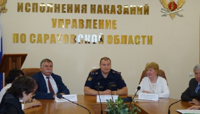 Петр Карпенко посетил театральную постановку в колонии Саратовской области